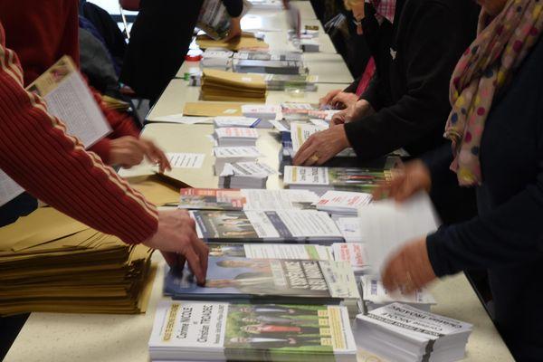 Opération de mise sous pli pour les départementales de 2015