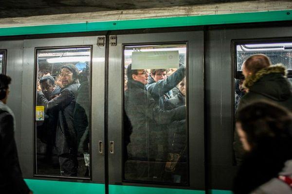 Les transports seront particulièrement perturbés ce mardi 17 décembre en Ile-de-France.