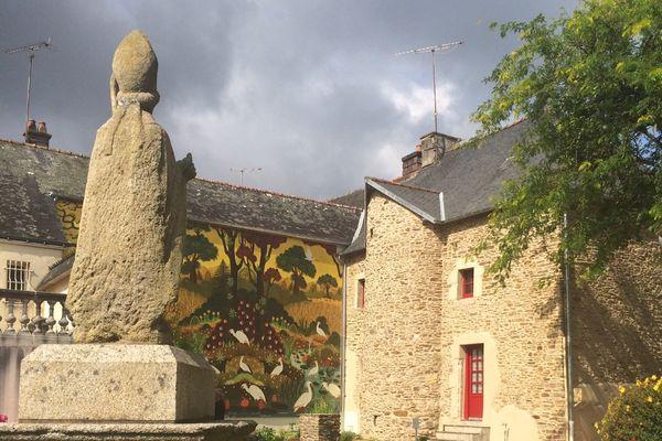 Jusqu'au 26 septembre Saint Caradec accueille une exposition des œuvres du peintre naïf Alain Thomas