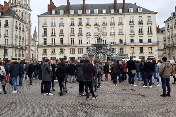 Environ 200 personnes se sont rassemblées place Royale à Nantes.