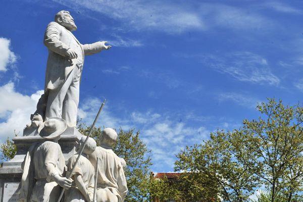 Monument aux morts de Carmaux en hommage à Jean Jaurès