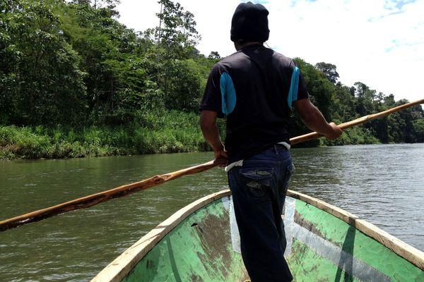 Sur la rivière Sarapiqui au Costa Rica. Un pays en pointe dans la démarche écologique.