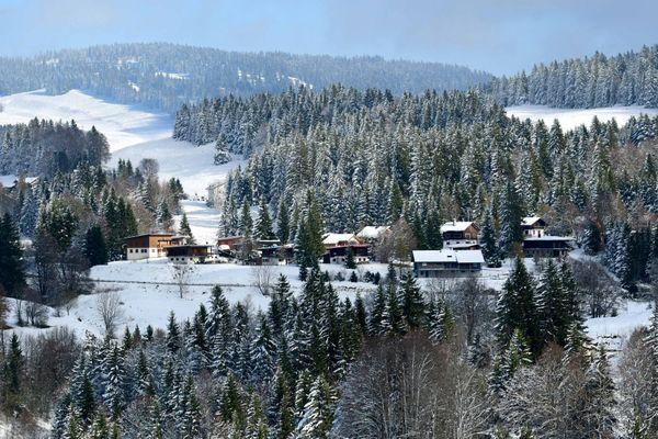 Le Haut-Jura fait grise mine en raison de la fermeture de la station de ski des Rousses, à cause du Covid-19.