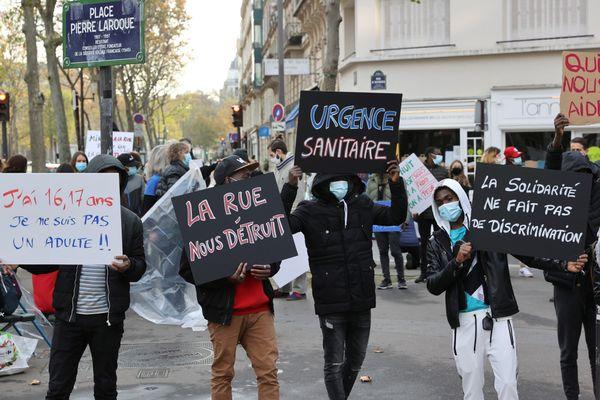 Pour la journée internationale des droits de l'enfant, le 20 novembre, les associations MSF, midis du MIE, TIMMY, Utopia 56 et Comede avaient manifesté devant le ministère de la Santé pour interpeller sur la situation des mineurs isolés étrangers.