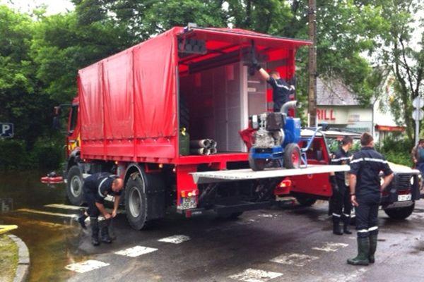 La sécurité civile se mobilise pour pomper les routes (3 juin)