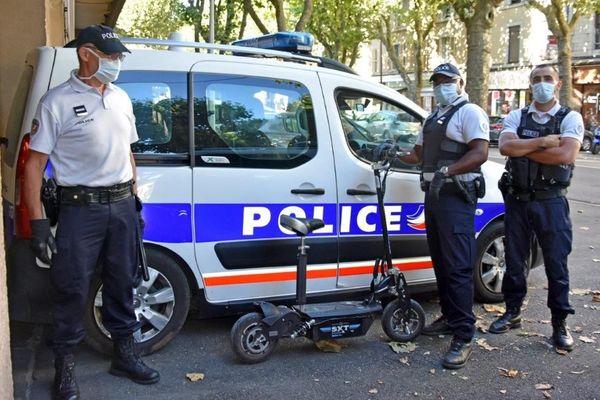 Une première pour les policiers de Rodez : une trottinette électrique contrôlé à 63 km/h.