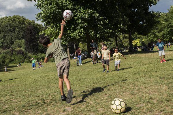 Depuis le mois d'octobre 2019, la ligue Centre-Val de Loire de football fait l'objet d'une expérimentation pour vérifier le passé des bénévoles sportifs. Photo d'illustration