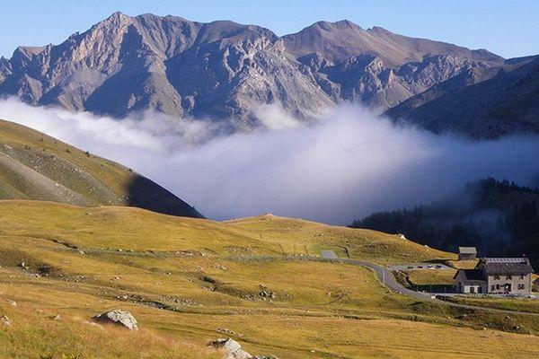 Le Refuge de la Cayolle  est situé sur la commune d' Uvernet-Fours (04), dans le massif du Mercantour.