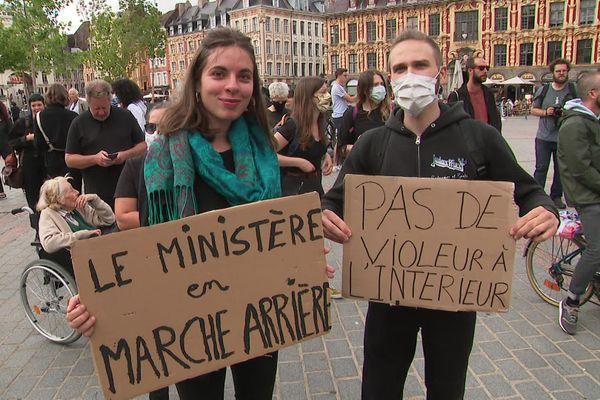 """Ils étaient environ 200 à manifester ce vendredi 10 juillet contre le remaniement ministériel et les nominations jugées """"anti-féministes"""" de Gérald Darmanin et d'Eric Dupond-Moretti."""