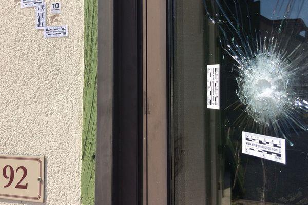 A St Germain de Mons, les impacts de balle tirées lors d'une veillée funèbre