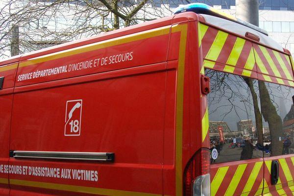 Un camion des pompiers pour l'assistance aux victimes