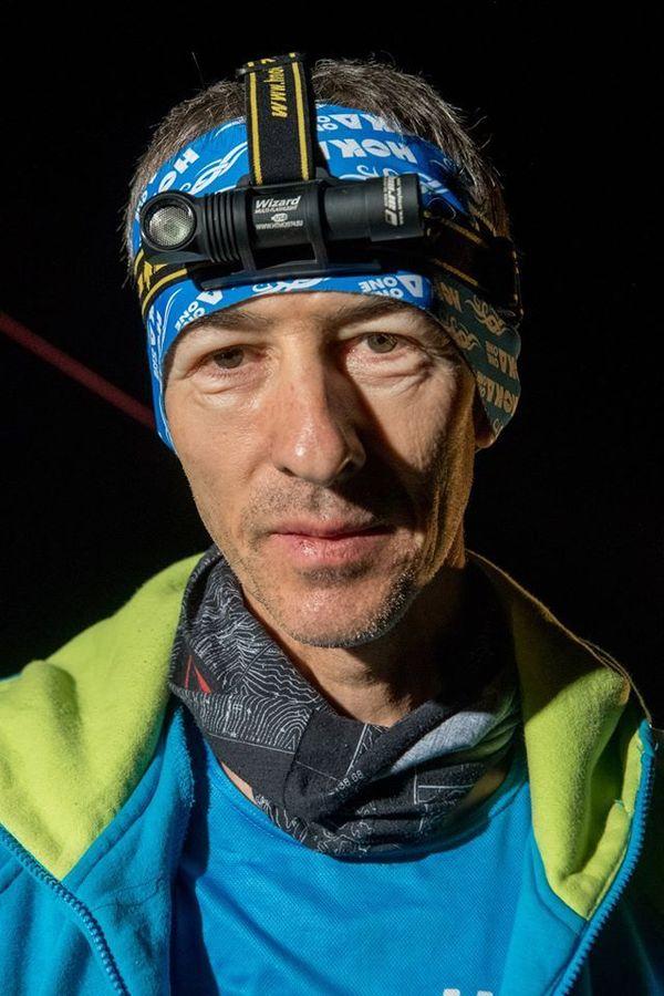 Patrick Bohard  à l'arivée du Swiss Peak Trail