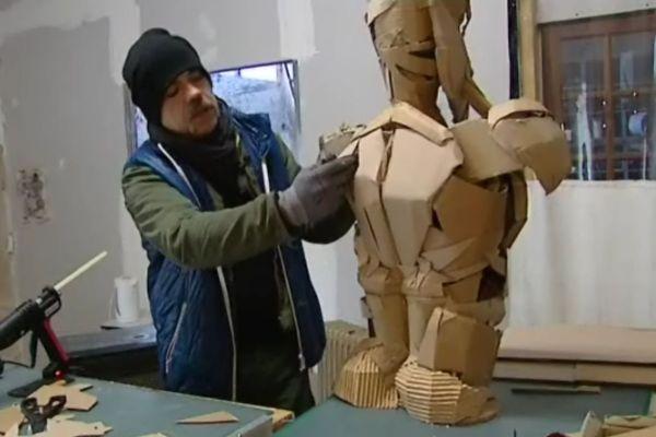 Philippe Monnot recycle les cartons pour en faire des personnages, ou des animaux