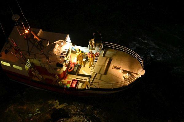 """Les quatre pêcheurs du navire """"l'entêté"""", ont été hélitreuillés et ramenés à terre à terre à 1heure ce mercredi matin 12 février."""