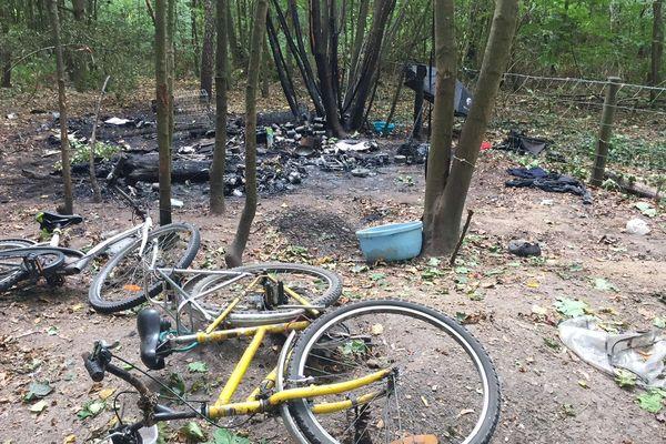 Des militaires en séance d'entraînement au Bois de Vincennes ont vu un incendie et se sont approchés lorsqu'une bonbonne de gaz a explosé.