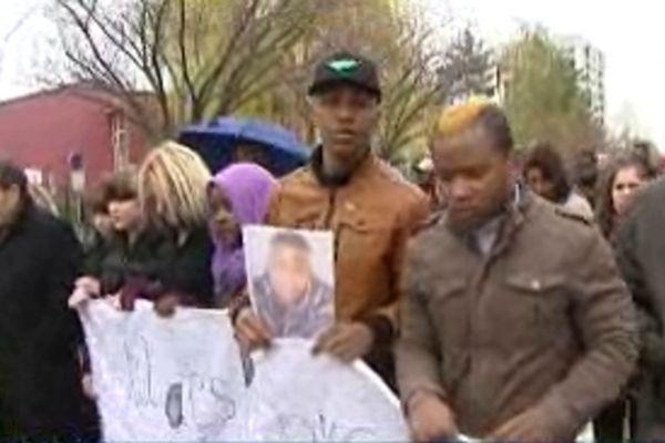 De nombreux parents et amis de Hairidine étaient présents à cet ultime hommage.