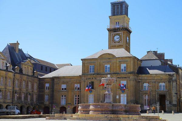 L'Hôtel de Ville de Charleville-Mézières, sur la Place Ducale.