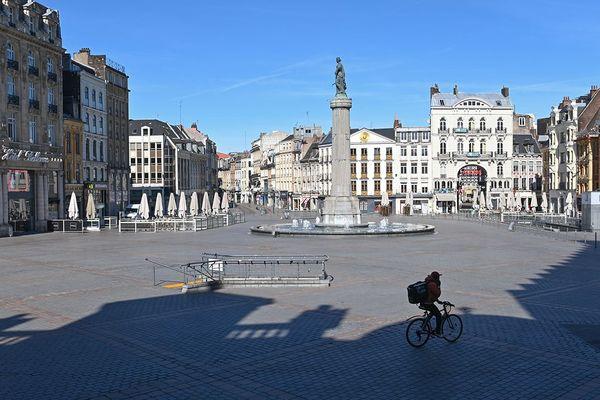 Un livreur sur la Grand'Place de Lille