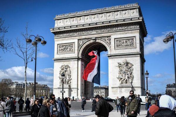 Le monument parisien, sérieusement endommagé le 1er décembre dernier, a été entièrement rénové.