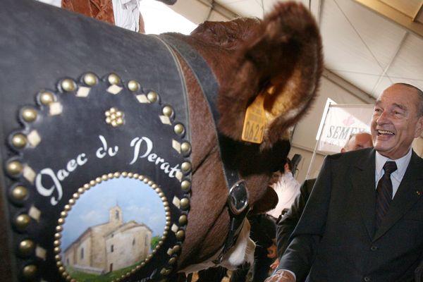 Jacques Chirac, alors président de la République, visite le sommet de l'élevage, à Cournon d'Auvergne (Puy-de-Dôme) en 2006.
