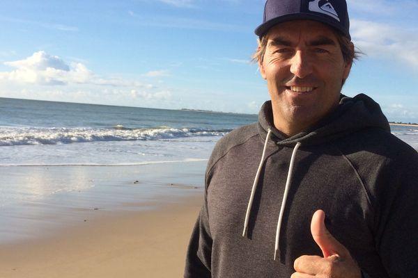 Antoine Albeau de retour sur l'île de Ré après son 24ème titre de champion du monde de windsurf
