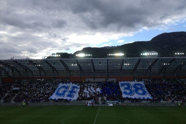Plus de 6000 personnes étaient présentes dans les tribunes du Stade des Alpes pour ce match entre Grenoble et Strasbourg, deux anciennes gloires de l'élite. Mais malgré l'affluence, ce fut une sale soirée pour le GF38...