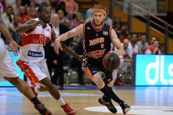 16/05/2015 Basket Pro A Saison 2014/2015 / Le Havre - Le Mans : Le Manceau Antoine EITO (à droite) face au Havre