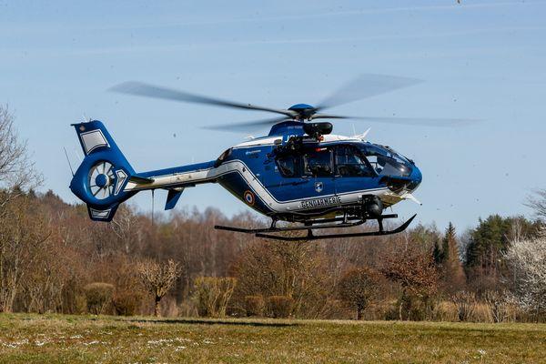 La section aérienne de gendarmerie de Tours compte deux hélicoptères et quinze militaires.