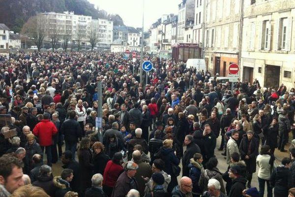Place Martial Brigouleix, à Tulle, les habitants se sont réunis.