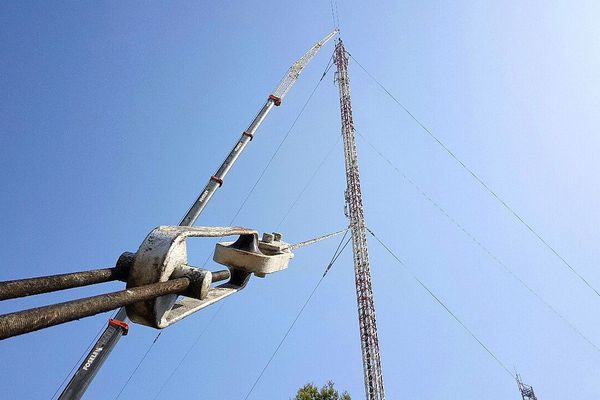 Montpellier - le démontage des 2 pylônes de télédiffusion - 20 juillet 2016.