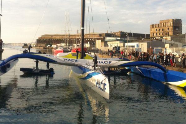 Le maxi-trimaran Macif de François Gabart a été mis à l'eau à Lorient ce mardi 18 août
