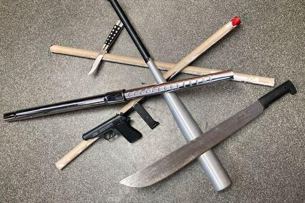 Les armes saisies le 5 avril par la Police dans le quartier de la Folie-Couvrechef à Caen : cinq jeunes d'Hérouville Saint-Clair ont été interpellés