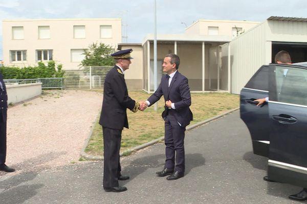 Le ministre à son arrivée aux douanes du Havre vendredi 16 août