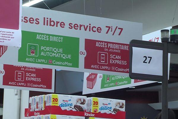 Les caisses automatiques permettent au Géant Casino de Saint-Martin-d'Hères d'ouvrir 7 jours sur 7 toute la journée.