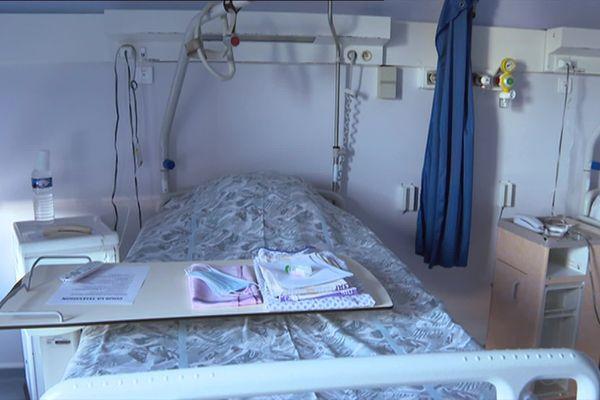 Un lit de l'unité Covid de l'hôpital de Grasse.