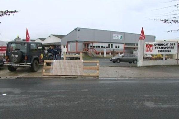 Plus aucun camion n'entre ou ne sort du site Mory Ducros de Brive