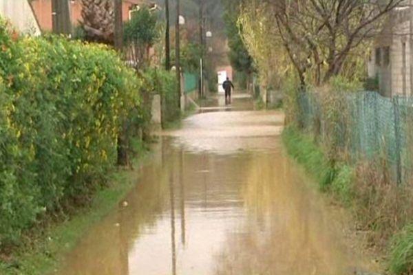 Une rue du Lavandou inondée en décembre 2012