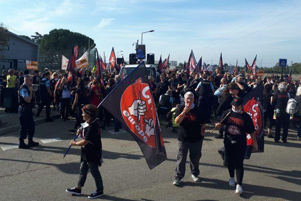 Entre 300 à 400 anti-corrida se sont rassemblés ce dimanche midi à l'entrée de la ville de Rodilhan