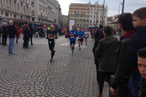 Plus de 10 000 passionnés ont pris ce matin le départ de l'un des trois parcours de la 3e édition du Run In Marseille