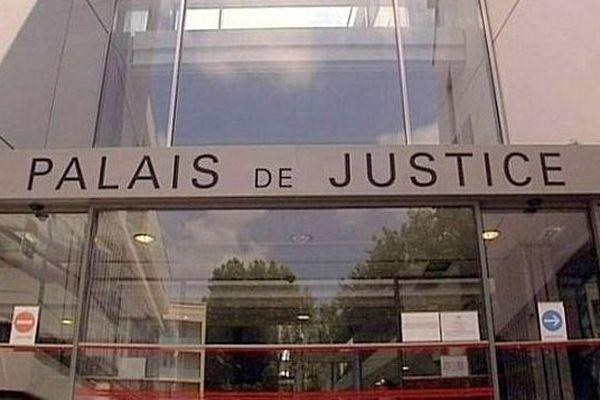 Narbonne (Aude) - le palais de justice - archives