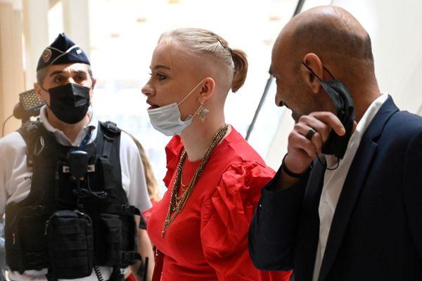 """Mila, lors du procès de ses """"harceleurs"""" en juillet 2021"""