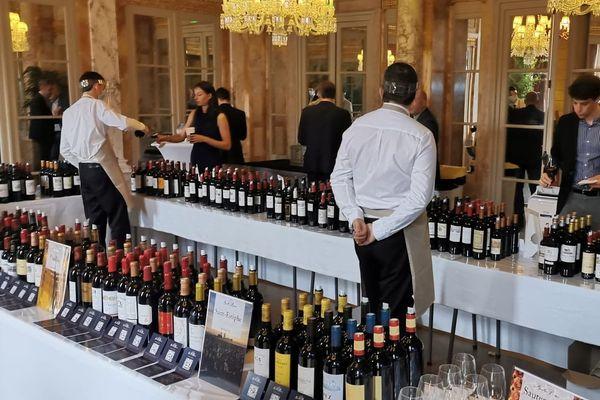 Les négociants ont pu déguster, vendredi 5 juin, le millésime 2019 avec l'Union des Grands Crus de Bordeaux ici au Grand Hôtel Intercontinental © Jean-Pierre Stahl