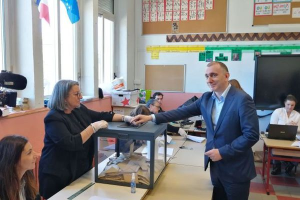 Jean-Christophe Angelini glissait son bulletin dans l'urne, le 15 mars dernier, devant la presse