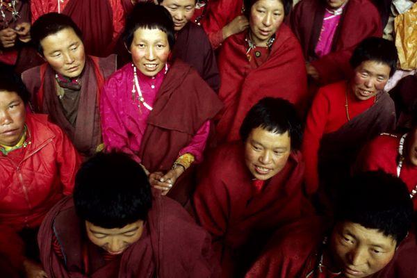 «J'ai eu la chance de pouvoir les rencontrer, les questionner et entendre leur récit. Elles sortaient de prison, pour la plupart, où elles étaient depuis trois ans» se souvient le photojournaliste Pierre-Yves Ginet, à propos des femmes religieuses au Tibet