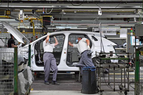 """Le groupe automobile français Stellantis a décidé de fermer """"jusqu'à début 2022"""" l'usine de sa filiale Opel à Eisenach en Allemagne en raison de la pénurie internationale de composantes électroniques."""