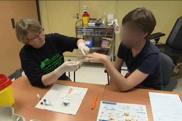 Les centres de dépistage du sida proposent des tests rapides mais également un accompagnement psychologique