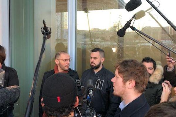 Eric Drouet (à droite) avec son avocat, Mr Lara (à gauche) avant son procès, vendredi 15 février.