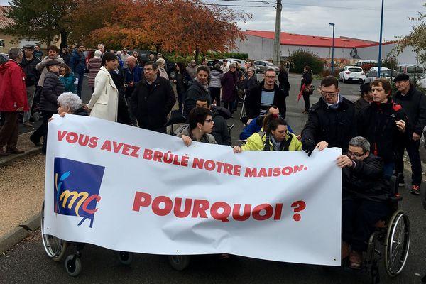 Les membres de l'association des Infirmes Moteurs et Cérébraux de Saône-et-Loire manifestaient samedi matin à Mâcon