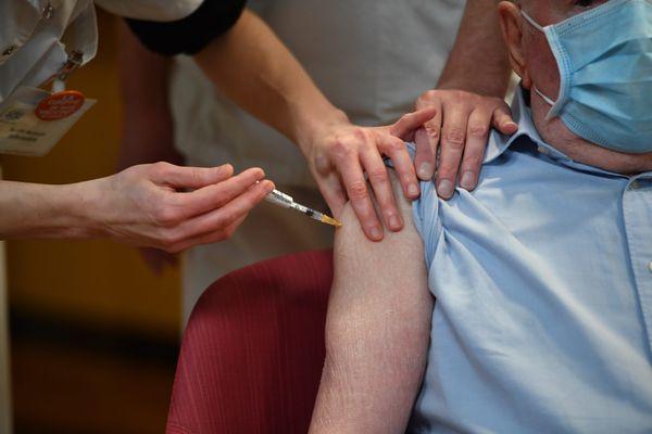 Premières vaccinations contre le Covid-19 dans un Ehpad de Dijon, le 27 décembre 2020.
