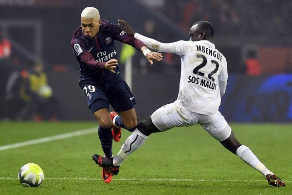 Duel entre Kylian Mbappé et Adama Mbengue lors de la 19 journée de Ligue 1 le 21 décembre 2017.